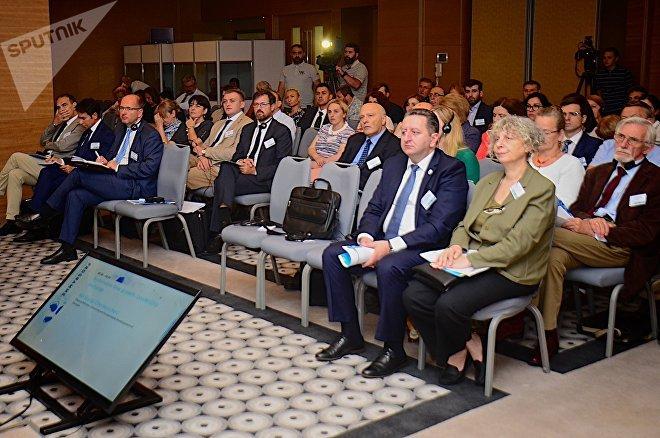 Участники батумской конференции в ходе рабочего заседания