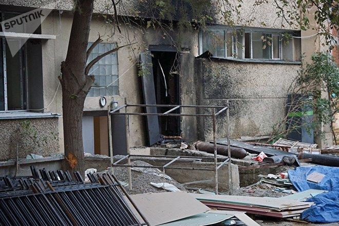 На месте взрыва у бывшего здания Института кибернетики
