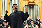Тенор Зураб Соткилава выступает на концерте в Московской консерватории
