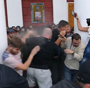 штурм мэрии в Одессе после пожара в детском лагере