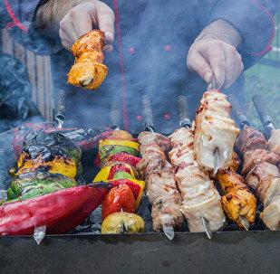 საქართველოში საუკეთესო მზარეულებმა საირმეში გამართულ მწვადის ფესტივალზე საკუთარი ოსტატობა უჩვენეს