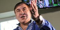 Бывший президент Грузии, экс-губернатор Одесской области Михаил Саакашвили отвечает на вопросы журналистов в зале Мостиского районного суда Львовской области