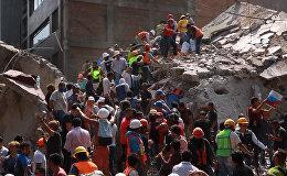 სამაშველო სამუშაოები მიწისძვრის შედეგად დანგრეული შენობის ადგილზე მექსიკაში