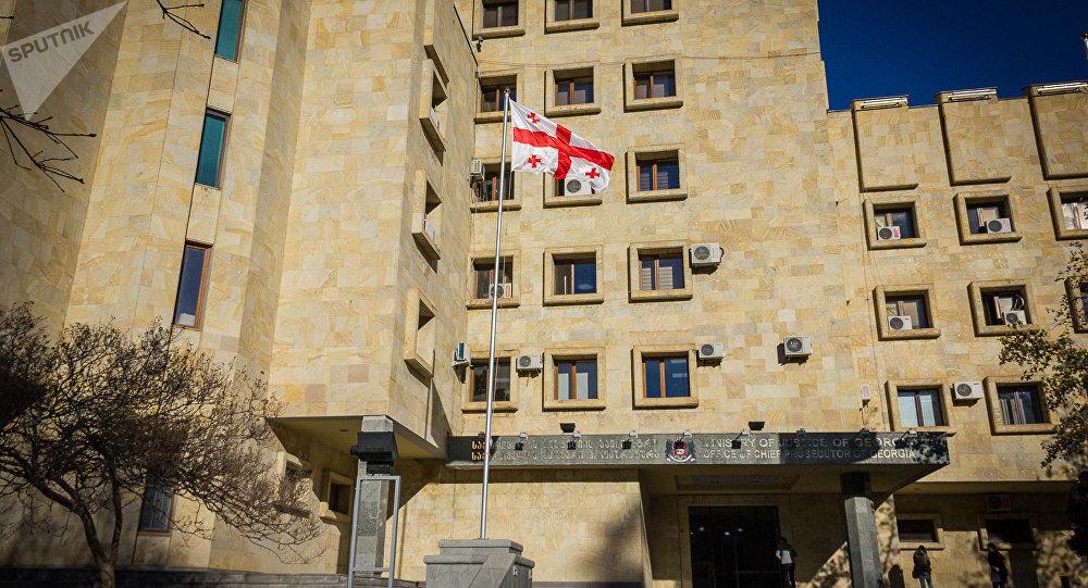 В Грузии хирурга из Азербайджана обвиняют в мошенничестве