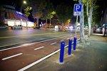 Отремонтированная улица Пекина с велодорожками, ставшая односторонней для обычного транспорта