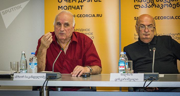 Доктор технических наук, профессор Анзор Саканделидзе и доктор технических наук, директор компании Реверс Малхаз Цискаришвили