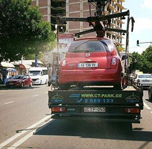 Эвакуация машины, припаркованной с нарушением правил компанией CTpark