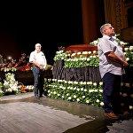 Также у гроба с телом Зураба Соткилава были исполнены и грузинские мелодии