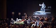 В Тбилиси простились с Зурабом Соткилава: кадры траурной церемонии
