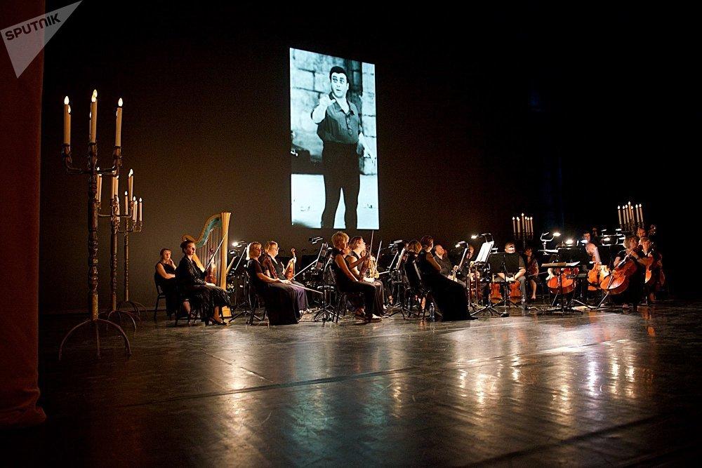 Панихида по Зурабу Соткилава в большом зале тбилисского театра оперы и балета продолжалась более четырех часов