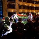 Соболезнования у гроба в течение нескольких часов принимали члены семьи Соткилава