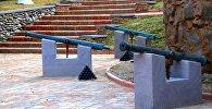 Копии пушек времен царствования Ираклия II в парке 300 арагвинцев