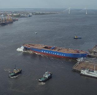 Мощнейший ледокол спустили на воду в Санкт-Петербурге