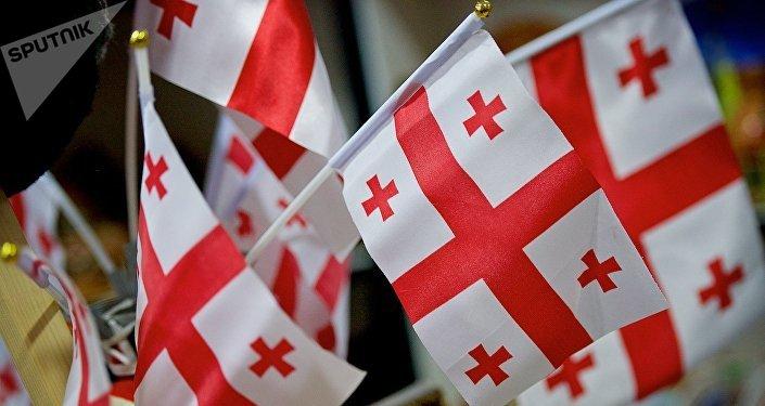Флаги Грузии, продающиеся в одном из сувенирных магазинов