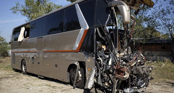 ВКитайской республике  случилось  крупное ДТП сучастием фургона  и 3-х  микроавтобусов