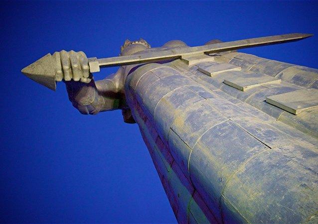 Статуя Матери Грузии на аллее Сололаки на горе Мтацминда