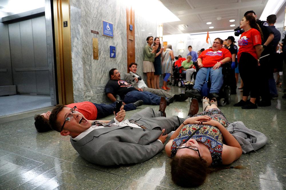 საპროტესტო აქციები Obamacare-ის გაუქმების წინააღმდეგ (კანონი ხელმისაწვდომი ჯანდაცვის შესახებ) ვაშინგტონში