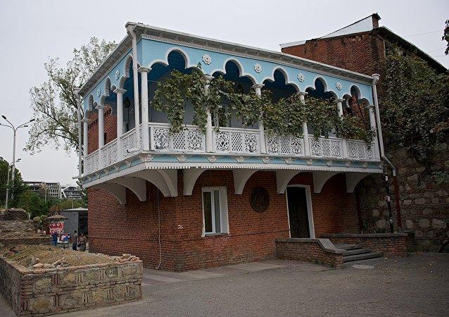 Старый тбилисский ЗАГС в центре грузинской столицы в старой части города