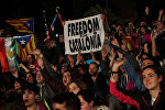 Люди отмечают результаты референдума в Каталонии