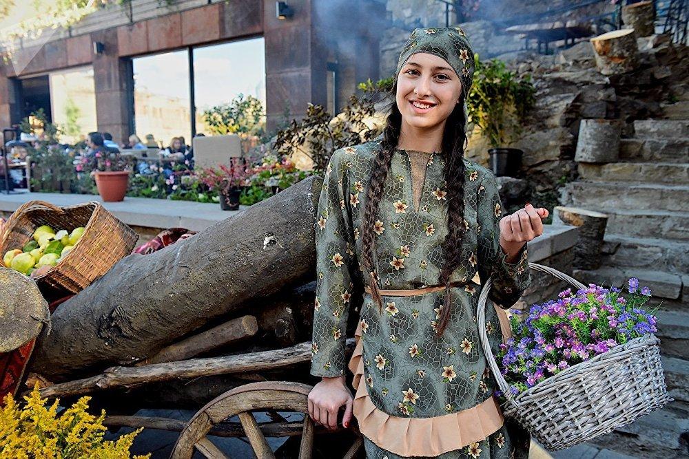 Старинные национальные костюмы удивительно подходят грузинским девушкам