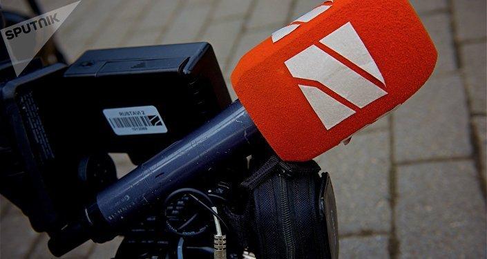 Микрофон и камера съемочной группы Рустави 2