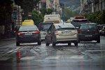 Машины на проспекте Агмашенебели в дождь