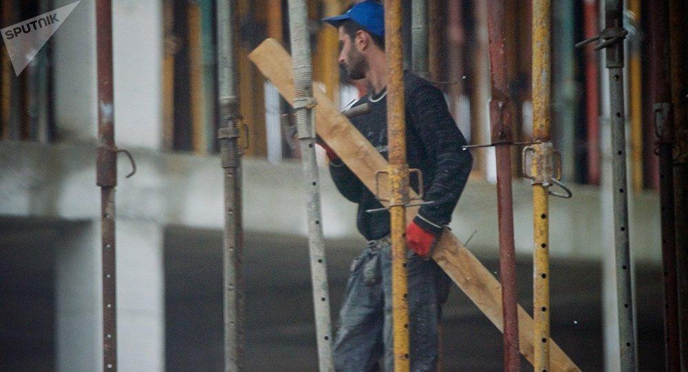 Рабочий на стройке