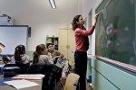 Дети беженцев из Сирии и Афганистана на уроке в немецкой школе