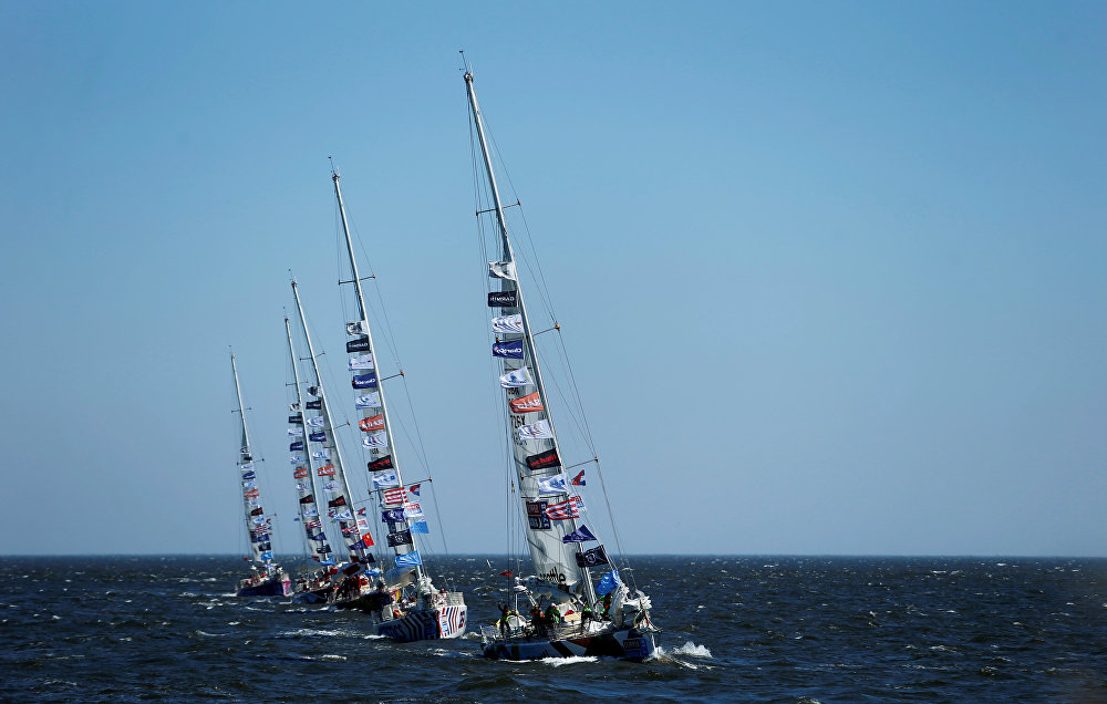 Clipper Round the World Yacht Race-ის მონაწილე ნავები ტოვებენ პუნტა-დელ-ესტეს ნავსადგურს, ურუგვაი