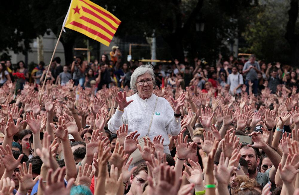 ხალხი კატალონიის დამოუკიდებლობის რეფერენდუმის მხარდამჭერ აქციაზე ბარსელონაში, ესპანეთი