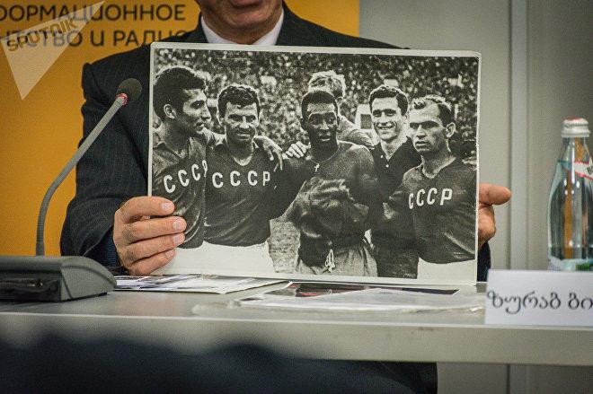 Пеле и игроки сборной СССР