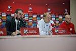 Главный тренер сборной Грузии по футболу Владимир Вайсс на пресс-конференции