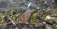 Празднование Тбилисоба на площади Рике в историческом центре Тбилиси