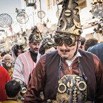 Грузинский стиль авторы костюмов для представления дополнили аксессуарами и деталями в виде разных механизмов и технических приспособлений