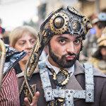 Яркие и необычные костюмы, в которые были одеты артисты, сразу привлекали к себе внимание публики