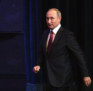 Президент РФ Владимир Путин на праздничном концерте в Государственном Кремлевском дворце