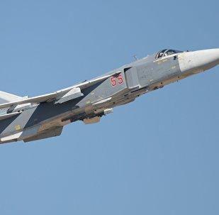 Самолет Су-24 на авиационном шоу в Ахтубинске