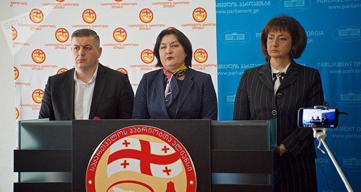 Супруг  депутата парламента Грузии схвачен  наакции уТбилисского горсобрания