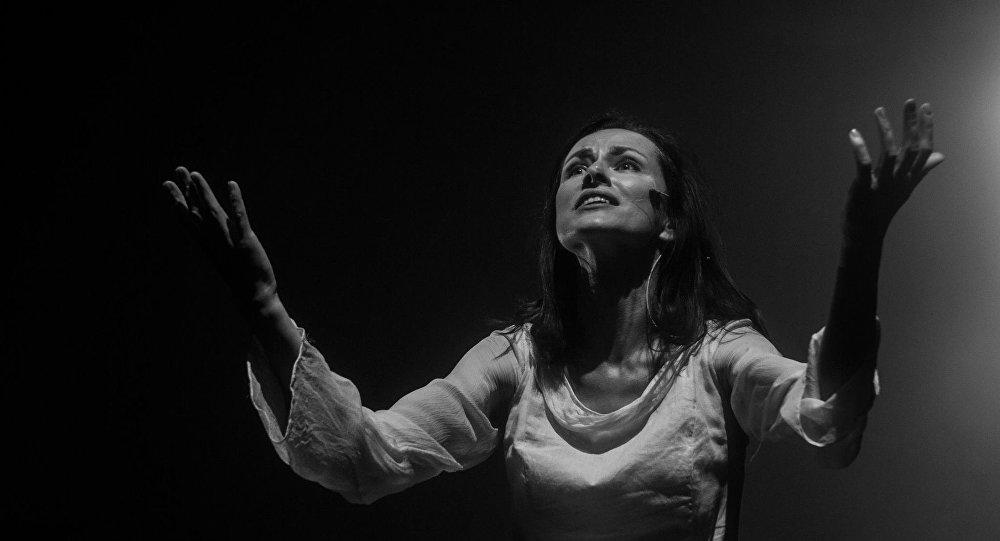 Сцена из спектакля Анна Каренина театра-фестиваля Балтийский дом