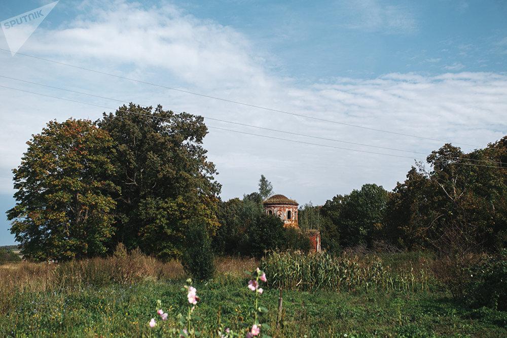 Заброшенная церковь в селе Архангельское