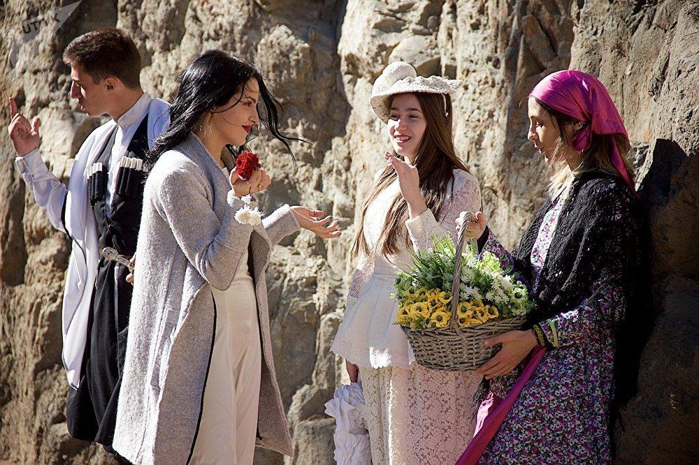 Разные эпохи и разные стили - все смешалось в праздничные дни в середине октября на улицах Тбилиси