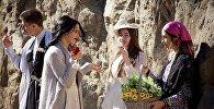 გოგონები თბილისობის დღესასწაულზე