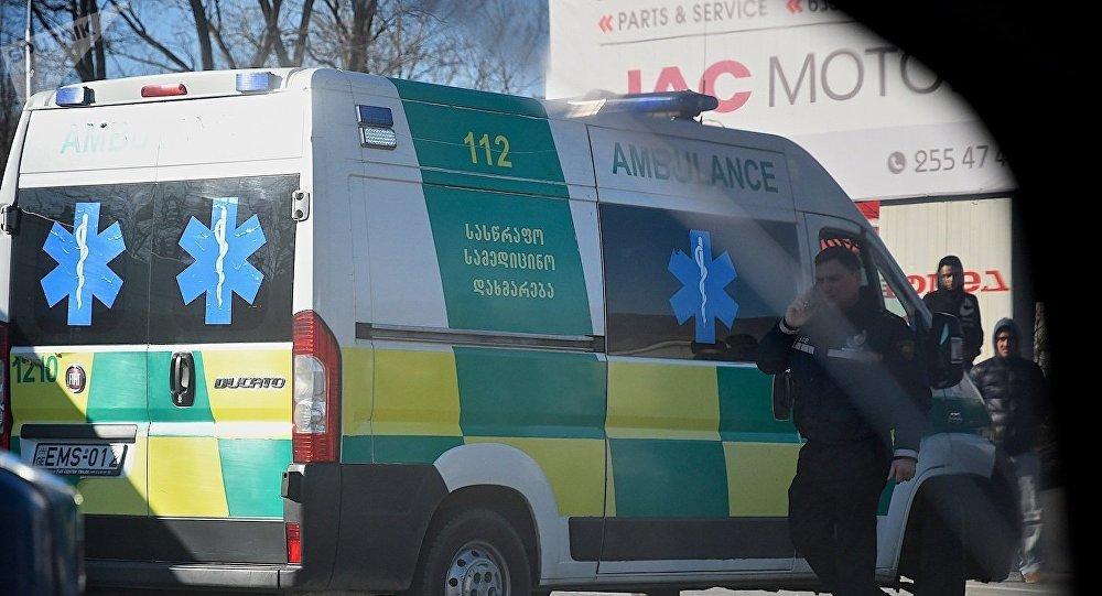 Бригада Скорой медицинской помощи и полиция на месте ДТП