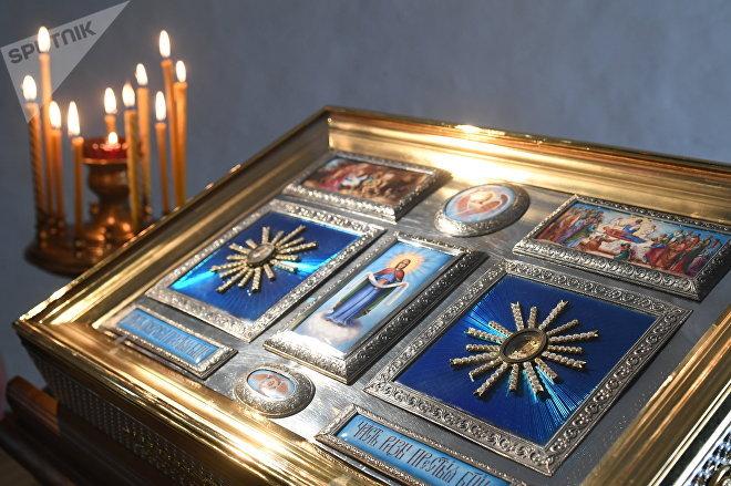 Ковчег с мощами частиц Покрова и Ризы Пресвятой Богородицы в Высоко-Петровском монастыре