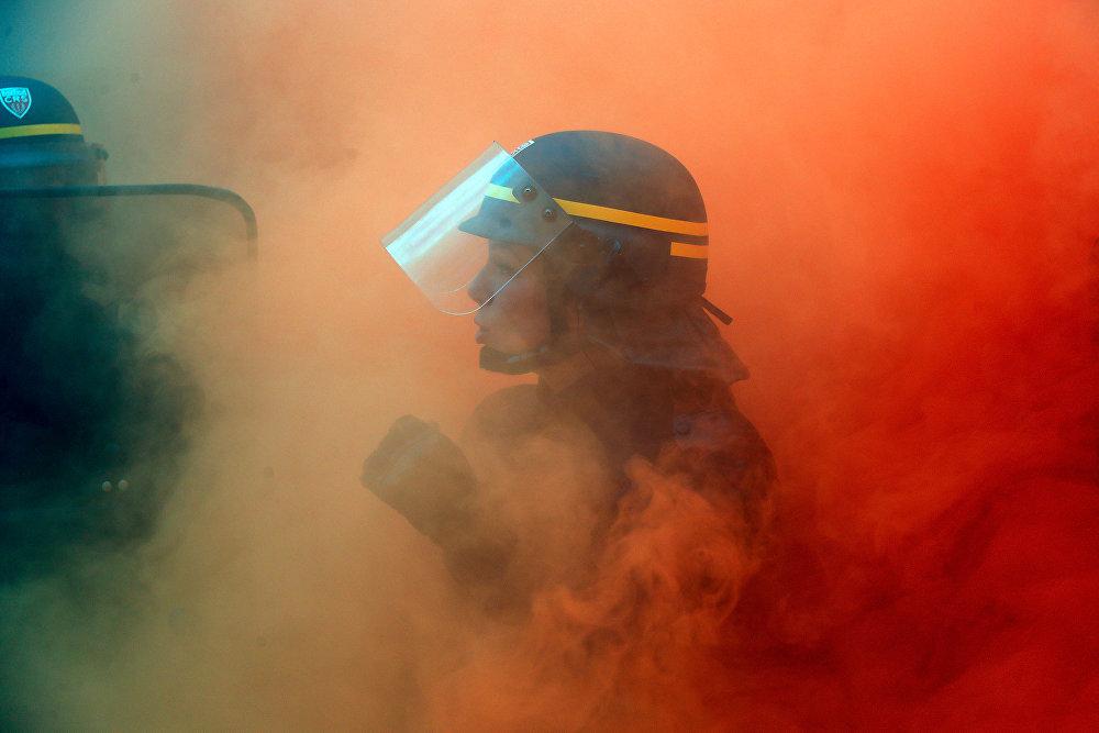 Столкновения полиции и сталелитейщиков из французского профсоюза CGT произошли во время демонстрации в Париже, Франция
