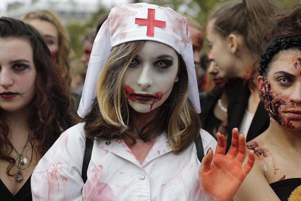 Участники ежегодного Парада Зомби, который состоялся в столице Франции - Париже