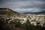 Вид на город Тбилиси днем в октябре
