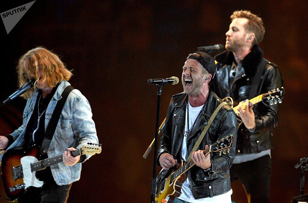 Финальной точкой церемонии открытия стало выступление американской группы OneRepublic, за которую проголосовали ранее участники фестиваля