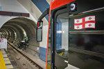 Вагон поезда метро Тбилиси на станции Государственный университет