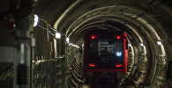 Вагон поезда метро Тбилиси в тоннеле